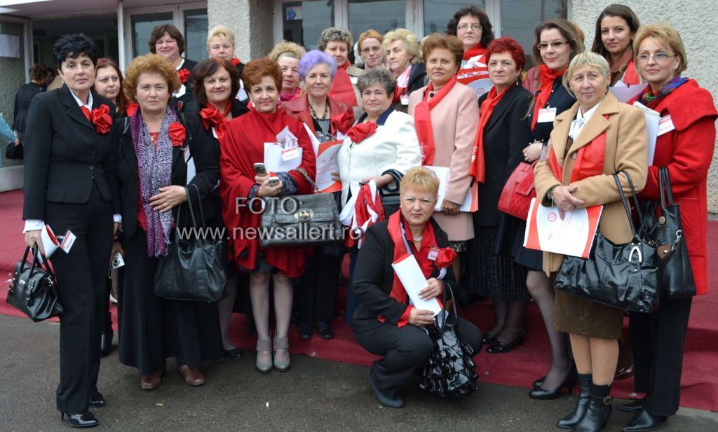 Petrecere în alb și roșu la Roznov