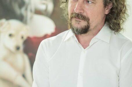 Pictorul pietrean Ciprian Istrate a dus Istopia la ArtCafe Westgate București