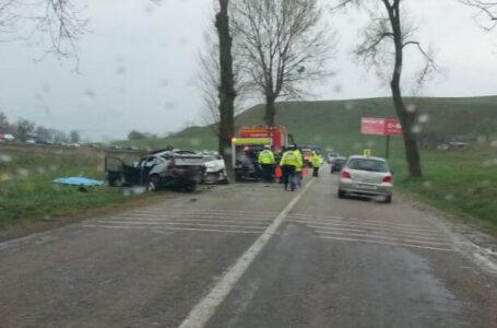 Doi morți şi trei răniți într-un accident la Tupilați!