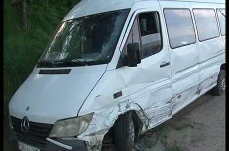 Accident cu 2 minori beți și un microbuz furat