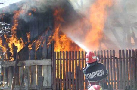 Casă din Tupilați, cuprinsă de un incendiu puternic