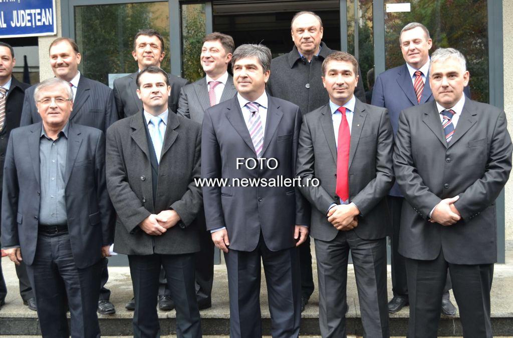 Parlamentarii din Neamț și-au votat pensii de 4.000 lei pe lună!!!! Ce mesaj le transmiți?