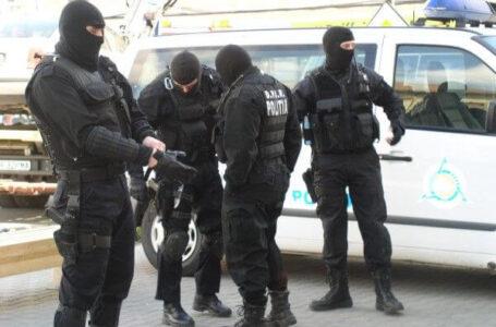 Descinderi în Piatra-Neamț și Girov la hoți din locuințe și societăți comerciale