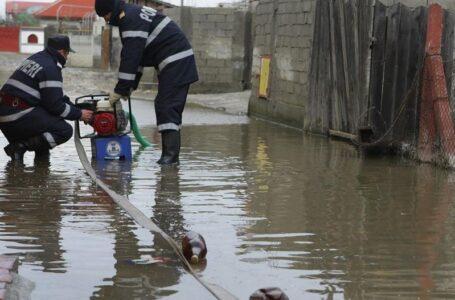Inundații în Neamț: 4 case, 25 de grădini și 3 drumuri afectate; 3 localități fără energie electrică!