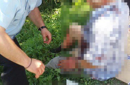 Doi subofițeri ai ISU Neamț au salvat un șofer care s-a răsturnat cu mașina