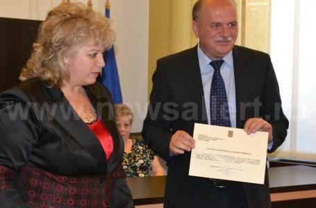 Primarul Dragoș Chitic și cei 23 consilieri locali și-au primit mandatele. Uite cum arată aleșii tăi! (foto-galerie)