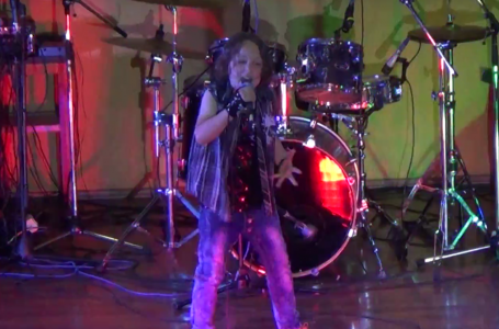 """Flavio """"The Kid Rock""""- băiețelul din Piatra Neamț care electrizează o sală întreagă!"""