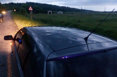 Tablă îndoită, parbrize sparte! Sute de mașini din Piatra Neamț au fost avariate de grindină!
