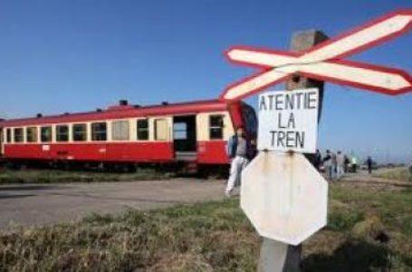Accident feroviar în Neamț! Autoturism spulberat de un tren! Două persoane – încarcerate! A venit elicopterul SMURD!