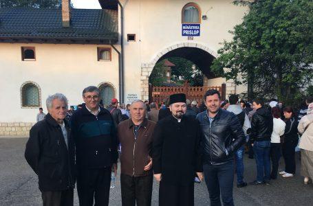 Primarul Vasile Panaite, pelerinaj cu 300 de oameni la mormântul lui Arsenie Boca!