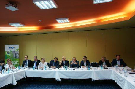 Preşedinţii de CJ şi primarii oraşelor din judeţele Moldovei s-au întâlnit la Piatra Neamţ