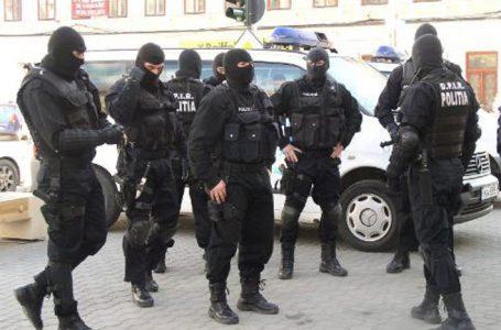 Cinci scandalagii din Roman și Iași au fost reținuți de polițiștii din Neamț