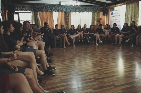 9 tineri nemţeni au pus bazele unei strategii pentru anul şcolar 2016-2017