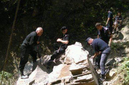 Un bloc de piatră a fost detonat de ISU Neamț la Izvorul Muntelui!
