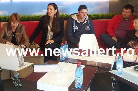 """Lansare de partid printre șaormale """"cusos""""! Clotilde Armand a pus bazele Uniunii Salvați România – filiala Neamț!"""