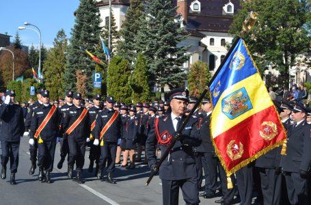 """Galerie foto cu cele mai frumoase momente ale ceremonialului de înmânare a Drapelului de luptă către ISU """"Petrodava"""" Neamț"""