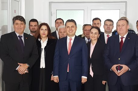 """Amplu miting al liberalilor! """"Moldova se ridică!"""" – manifestare de ieșire din izolare și sărăcie a județelor din nord-estul țării!"""