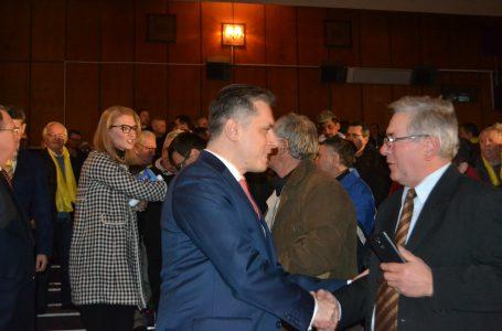 Lansarea candidaților PNL Neamț s-a făcut cu sala plină! ISU Neamț a blocat temporar accesul în interior! (foto-galerie)