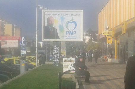 Panou cu PMP și Traian Băsescu, vandalizat în centrul orașului Piatra Neamț!