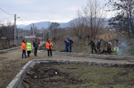 """Primarul Dragoș Chitic: """"Anul acesta am asfaltat 23 de străzi pietruite. Pregătim lista pentru 2017!"""""""