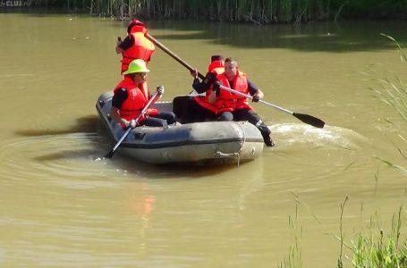 Trupul bărbatului înecat în Siret a fost găsit la 5 kilometri de locul tragediei! Pusese pariu că trece râul înot!