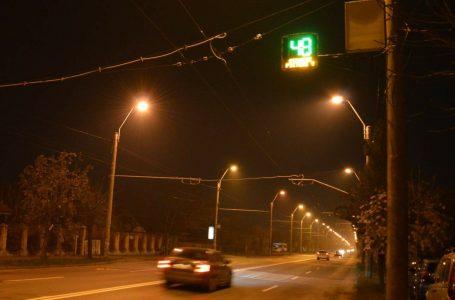 La Piatra Neamț, panouri informative cu led care indică viteza și pericolele din zonă!