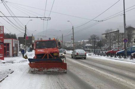 Se circulă în condiţii de iarnă în tot judeţul Neamţ! Zăporul pe Bistriţa are 12 kilometri!