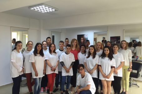 Diplome pentru a treia promoție de stiliști formați de DGASPC Neamț