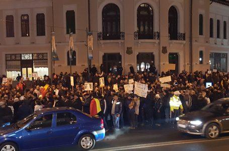 Peste 1.000 de oameni au protestat în Piatra Neamț! Primarul Dragoș Chitic, printre manifestanți!