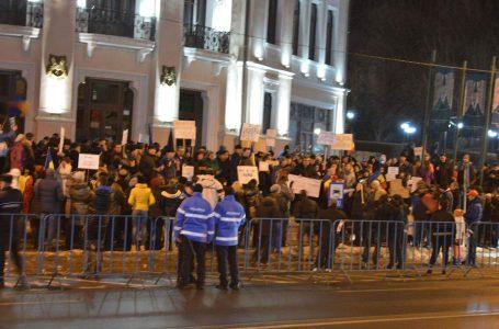 A treia zi de proteste importante la Piatra Neamț! Câteva sute de pietreni au ieşit în stradă!