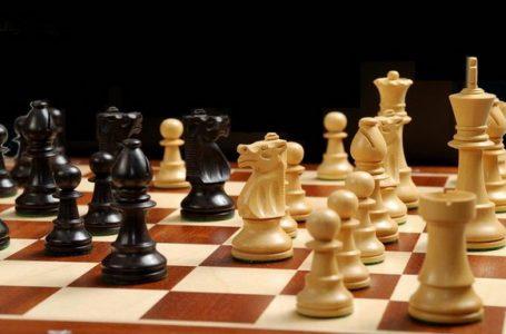 Un mare maestru al şahului trăieşte la Piatra Neamţ! Va reprezenta România în competiţiile internaţionale!