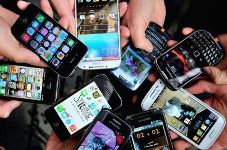 Un minor din Roman a furat 10 telefoane mobile dintr-un magazin