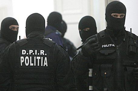 """Opt persoane acuzate de 20 infracțiuni prin metoda """"Accidentul"""" au fost reținute de polițiștii nemțeni"""