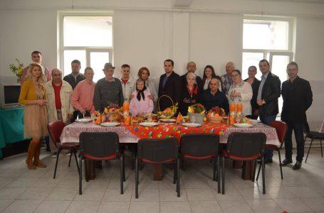 Au izbucnit în plâns când l-au văzut pe deputatul Ciprian Șerban! Bătrânii Centrului pentru Persoane Vârstnice din Roznov nu sunt ai nimănui!