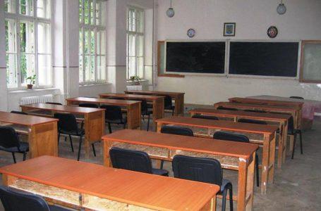 Școli închise pe bandă rulantă în Neamț