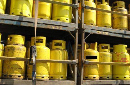 Incendiul de la Săvinești s-a produs lângă un depozit cu 1.000 de butelii!
