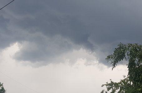 Avertizare de furtună imediată pentru județul Neamț