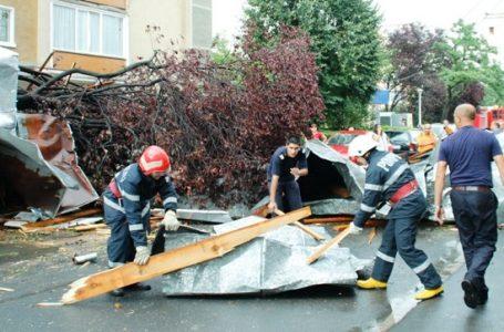 Prefectul Vasile Panaite a cerut primarilor inventarierea urgentă a acoperișurilor de blocuri cu probleme
