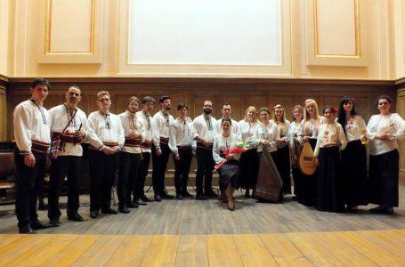 """Ansamblul Floralia deschide stagiunea artistică 2017 cu un """"Concert de cântece din lume"""""""
