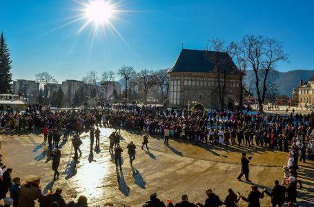 Astăzi, Hora Unirii pe platoul de la Curtea Domnească din Piatra-Neamț