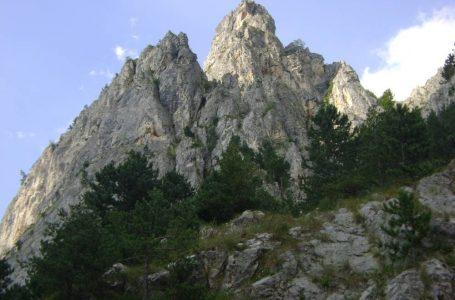 Un alpinist a căzut de pe stânci în Cheile Șugăului