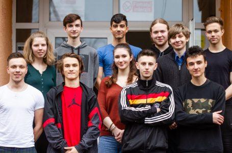 """Echipa de robotică """"CyberGods"""" a Colegiului de Informatică Piatra-Neamț are nevoie de ajutorul comunității"""