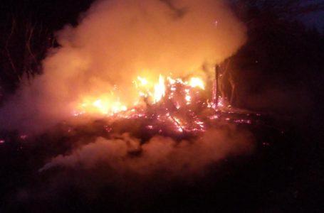 Gospodărie din Trifești, făcută scrum în urma unui incendiu