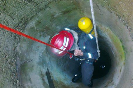 Bovină de 600 kilograme căzută într-o fântână de 15 metri la Crăcăoani