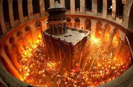 Lumina Învierii, adusă în Neamț de la Mormântul Sfânt. Uite cum vine Sfânta Lumina la Ierusalim.