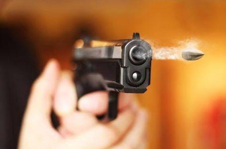 """Și-au împușcat prietenul """"accidental"""" cu pistolul"""