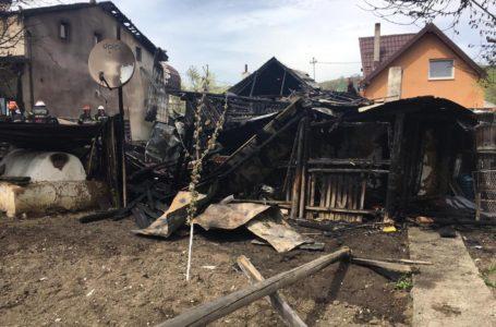 Tragedie în ajun de Înviere! Două locuințe din Gârcina, distruse de un incendiu! (foto)