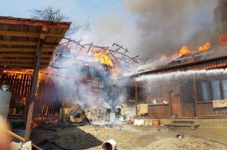 Gospodărie în flăcări la Scăricica – Alexandru cel Bun! Incendiul s-a extins pe 5 hectare de teren!