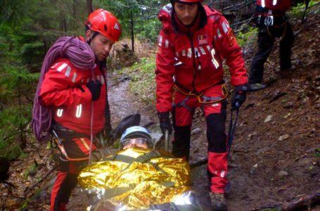 Turist rănit grav după ce a alunecat pe o porțiune de gheață în Ceahlău