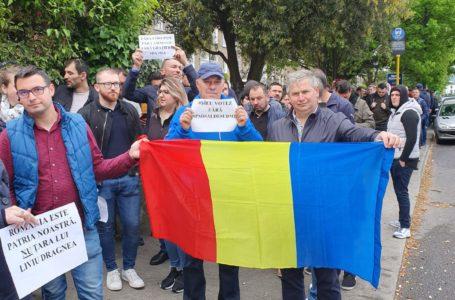 Zeci de mii de români din Diaspora stau la coadă ca să voteze (fotogalerie)